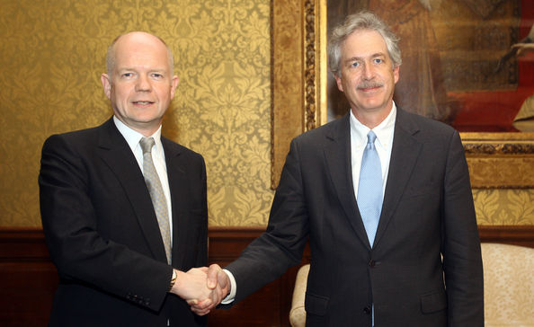 William Hague Meets US Under Secretery Of State At Foreign and Commonwealth Office: LONDON, ENGLAND - FEBRUARY 26:  Foreign Secretary William Hague (L) meets with US Under Secretary William Burns to discuss international action on the Libya crisis on February 26, 2011 in London, England. An estimate of more than 1,000 people have died in the ten-day-old revolt in Libya.  (Photo by Lewis Whyld - WPA Pool/Getty Images)