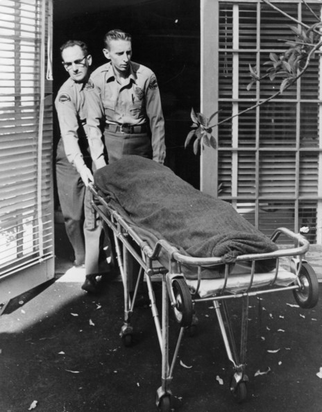 Removal Of The Body Medical attendents removing the body of Marilyn Monroe (Norma Jean Mortenson or Norma Jean Baker, 1926 - 1962) from her home.   (Photo by Keystone/Getty Images)  -- Image Date: 09/08/1962  -- Image Date: 09/08/1962