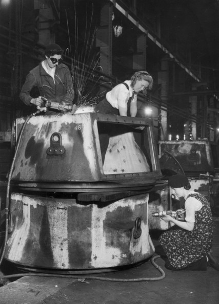 The Tank Drive From left to right, Mrs Hilda Poole, Hilda Partington and Madge Scott working on a 'waltzing matilda' in a tank factory.   (Photo by Keystone/Getty Images)  -- Image Date: 01/01/1942  -- Image Date: 01/01/1942