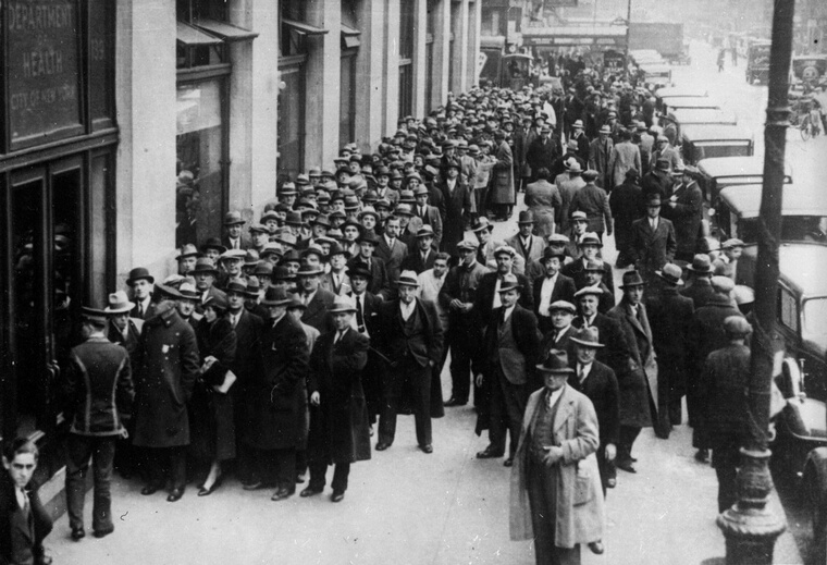 A huge queue outside the Board of Health offices in Centre Street, New York, for licences to sell alcohol shortly after the repeal of prohibition. The repeal of prohibition was a key policy of Franklin Roosevelt's government as it allowed the government an opportunity to raise tax revenues at a time of economic hardship.  (Photo by Keystone/Getty Images)