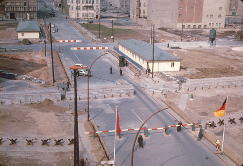View of the 'Checkpoint Charlie' border crossing between West and East Berlin, Germany, 1960s. (Photo by Hulton Archive/Getty Images)