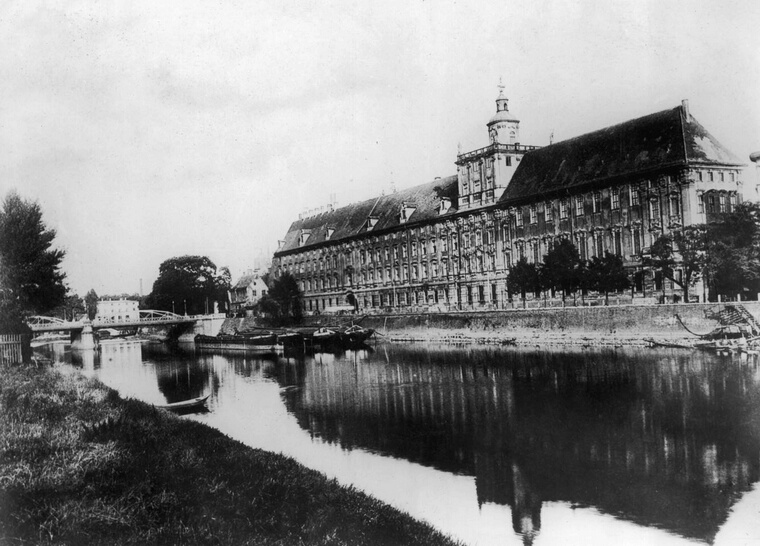 circa 1900:  The University of Wroclaw, Poland.  (Photo by Hulton Archive/Getty Images)