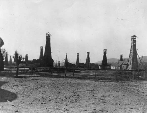 Petrol Works circa 1910:  Box towers at a petrol works at Prededussport,  Romania.  (Photo by Hulton Archive/Getty Images)  -- Image Date: 01/01/1910  -- Image Date: 01/01/1910