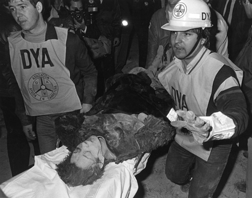 circa 1980:  Rescue teams helping injured from the El Descano restaurant in Madrid after a terrorist bomb exploded killing 18 and injuring over 30 diners. A Shiite group were believed to be responsible.  (Photo by Keystone/Getty Images)
