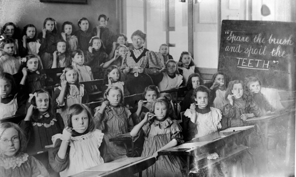Teeth Brushers 30th November 1908:  'Spare the brush and spoil the TEETH'. Schoolgirls in a dental hygiene class demonstrating how to hold a toothbrush.  (Photo by Topical Press Agency/Getty Images)  -- Image Date: 30/11/1908  -- Image Date: 30/11/1908