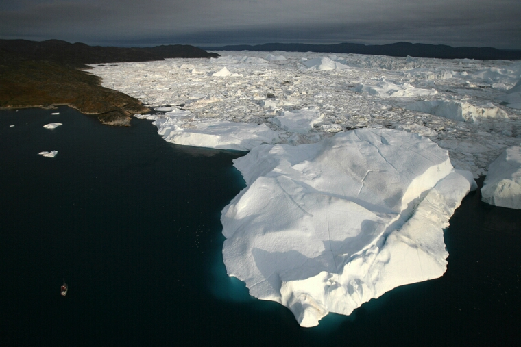 Greenland Ice-Cap Draws Global Warming Tourists: JACOBSHAVN BAY, GREENLAND - AUGUST 29, 2007: (ISRAEL OUT) An aerial view of icebergs as they float out of the Jacobshavn Fjord into the Jacobshavn bay, august 29, 2007 near Ilulissat, Greenland. Scientists believe that Greenland, with its melting ice caps and disappearing glaciers, is an accurate thermometer of global warming. (Photo by Uriel Sinai/Getty Images)
