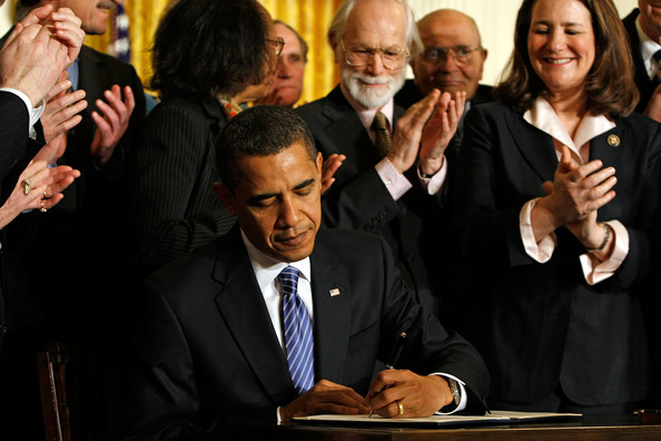 Obama Signs Order For Full Federal Funding Of Stem Cell Research: WASHINGTON - MARCH 09:  U.S. President Barack Obama is surrounded by stem-cell research supporters, members of Congress and members of his cabinet while signing an Executive Order reversing the U.S. government�s ban on funding stem-cell research during a ceremony in the East Room of the White House March 9, 2009 in Washington, DC. Obama also signed a Presidential Memorandum pledging that the new administration