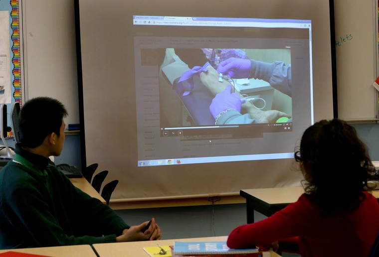 Teacher Frances Barnett Evins shows students a video with a surgeon from Northwestern Hospital during a health science class at Sullivan High School in Chicago on Thursday, Oct.1, 2015. (Nancy Stone/Chicago Tribune/TNS)