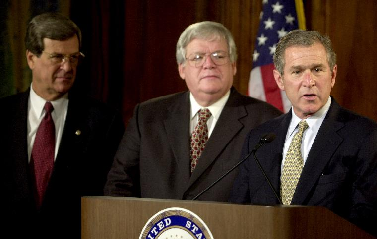 WAP2000121811 - 18 DECEMBER 2000 - WASHINGTON, DC, USA:  U.S. President-elect George W. Bush along with U.S. Senate Majority Leader Trent Lott (R-MS), left, and Speaker of the House of Representatives Dennis Hasert (R-IL) speak with press after meeting with congressional leaders on Capitol Hill in Washington, DC on December 18, 2000. The president-elect is in the nation's capital for two-days of bi-partisan political meetings with congressional leaders, Vice President Al Gore and President Bill Clinton.    cc/cc/Chris Corder    UPI