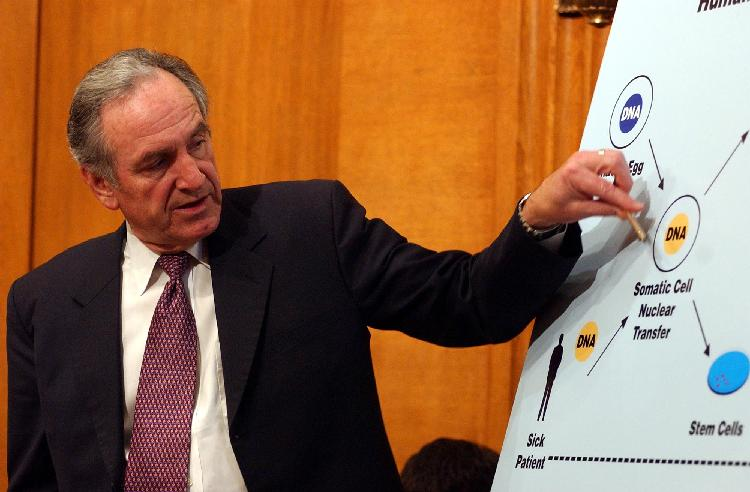 WAP2001120410 - 04 JANUARY 2001 - WASHINGTON, DC, USA: Senator Tom Harkin (D-IA) points out the connection between DNA and an embryo during a hearing regarding the legality of private US industries continuing experiments with human embryonic cloning, on January 4, 2001 in Washington, DC.     mk/Michael Kleinfeld    UPI