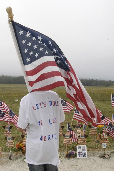 FLIGHT 93 FIFTH ANNIVERSITY: William Ura, age 20 of McKeesport, PA, carries an American flag and looks out towards the crash site of Flight 93 while visiting the Temporary Memorial near Shanksville, Pennsylvania  on September 11, 2006. This is the fifth anniversary of the terrorist attacks on the United States in 2001.   (UPI Photo/Archie Carpenter)