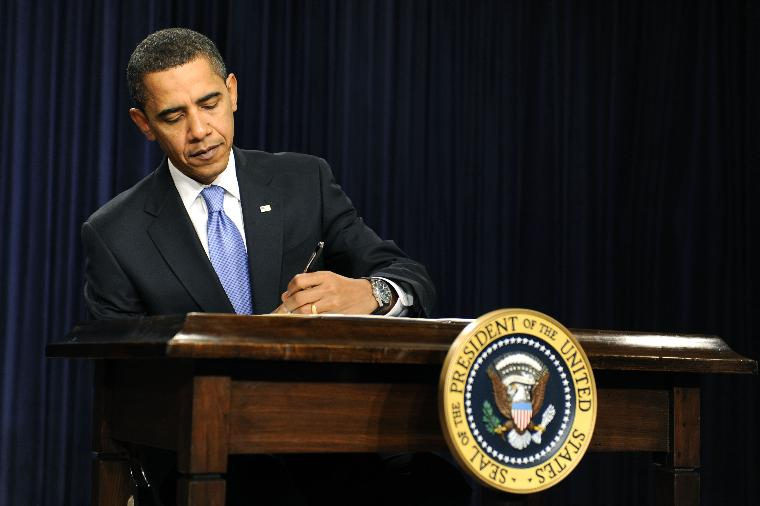 President Barack Obama signs executive order in Washington: U.S. President Barack Obama signs an executive order on Executive Branch ethics during a signing ceremony in the Eisenhower Executive Office Building in Washington on January 21, 2009. (UPI Photo/Kevin Dietsch)