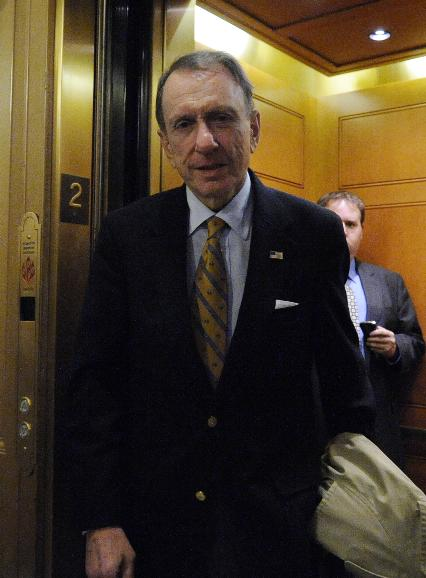 Economic stimulus bill vote in Senate in Washington: Sen. Arlen Specter (R-PA) walks toward the Senate floor to vote on the American Recovery and Reinvestment Act of 2009 on Capitol Hill in Washington on February 13, 2009. Sen. Specter is one of three key Senate Republicans supporting economic stimulus bill, ensuring it's passage in Congress. (UPI Photo/Alexis C. Glenn)