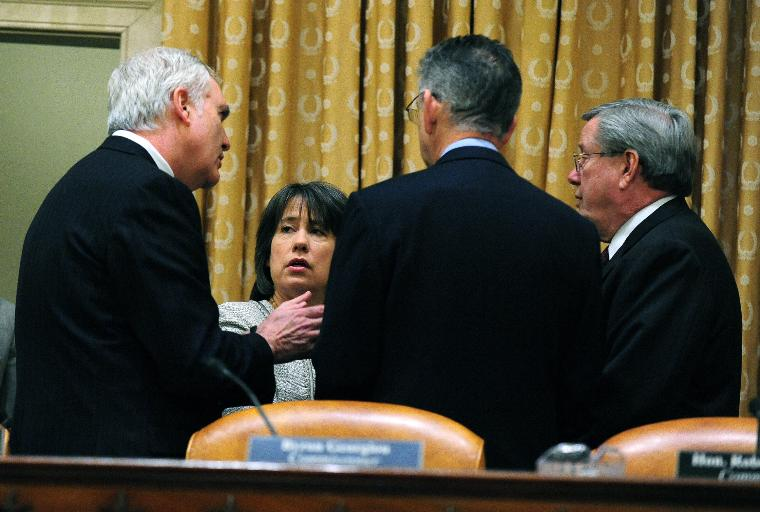 Financial Crisis Inquiry Commission investigates the economic crisis in Washington: Chairman of the Federal Deposit Insurance Corporation Sheila Bair (2nd-L) talks to chairmen on the Financial Crisis Inquiry Commission prior to a hearing on the causes of the financial crisis in Washington on January 14, 2010.   UPI/Kevin Dietsch