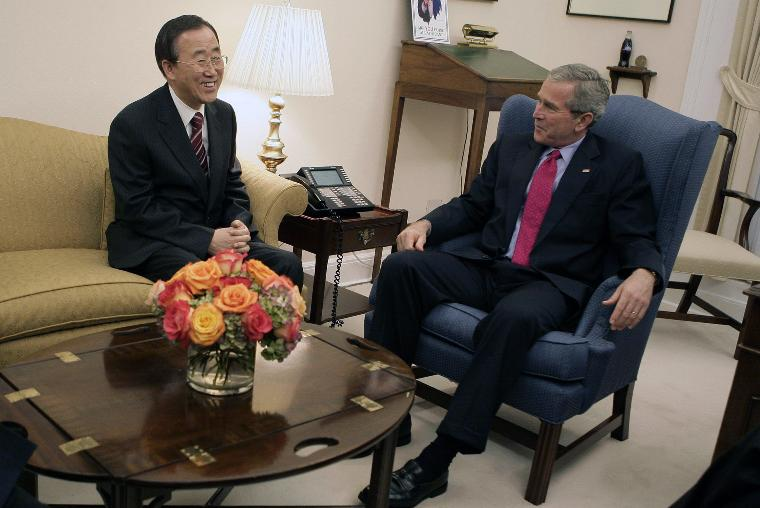 PRESIDENT BUSH MEETS WITH BAN KI-MOON: President George W. Bush talks with United Nations Secretary-General Designate Ban Ki-moon of the Republic of Korea at the White House on October 17, 2006. (UPI Photo/Eric Draper/White House)